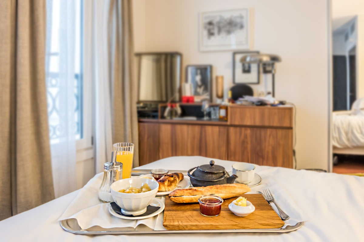 LE PIGALLE HOTEL REVIEW BREAKFAST IN BED