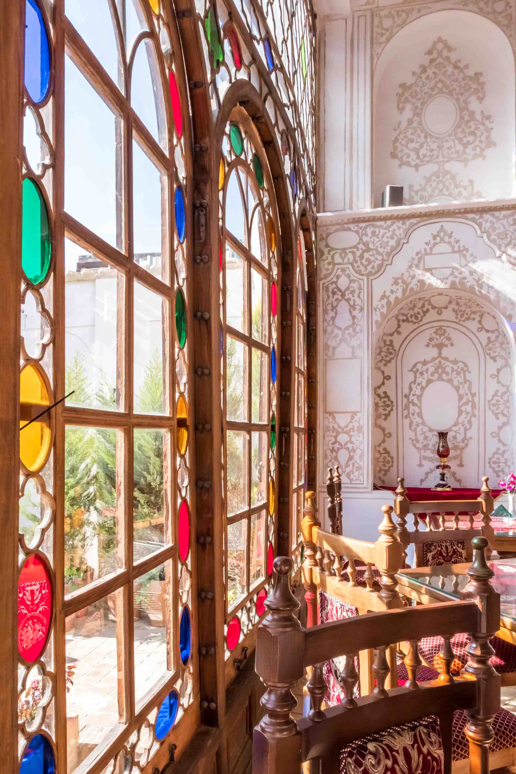 Ghasr Monshi Boutique Hotel Dining Room Stained Glass window