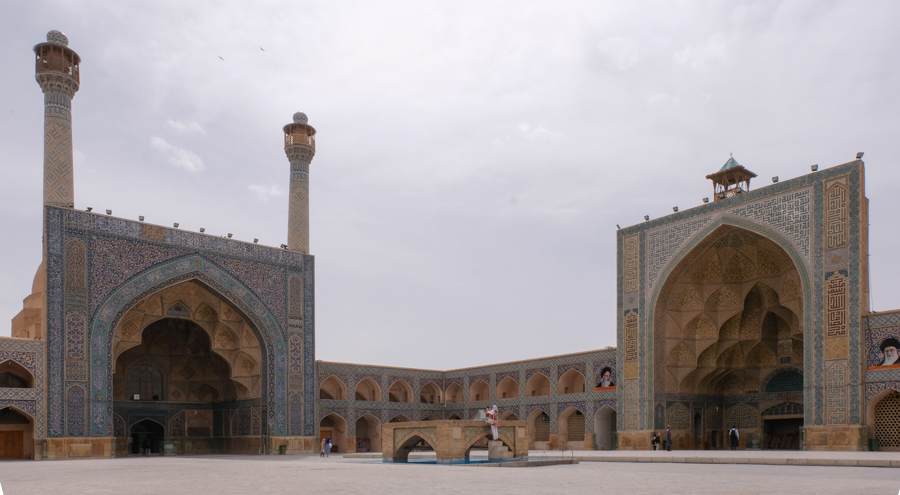 2 days in Esfahan Itinerary MASJED-E JAMEH courtyard