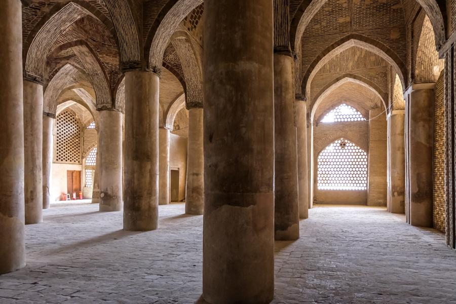 Esfahan MASJED-E JAMEH columns arcade room