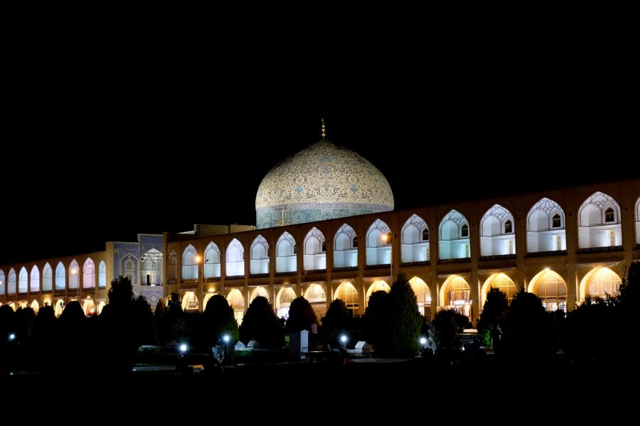 Esfahan Itinerary NASQH-E JAHAN AT NIGHT