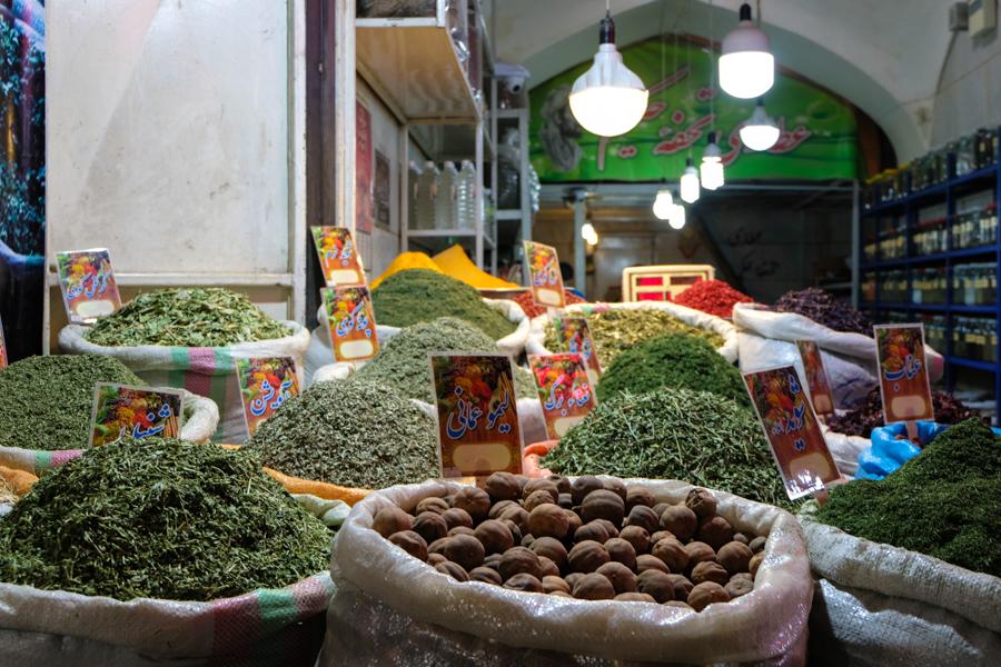 Esfahan BAZAR-E BOZORG souk market spices