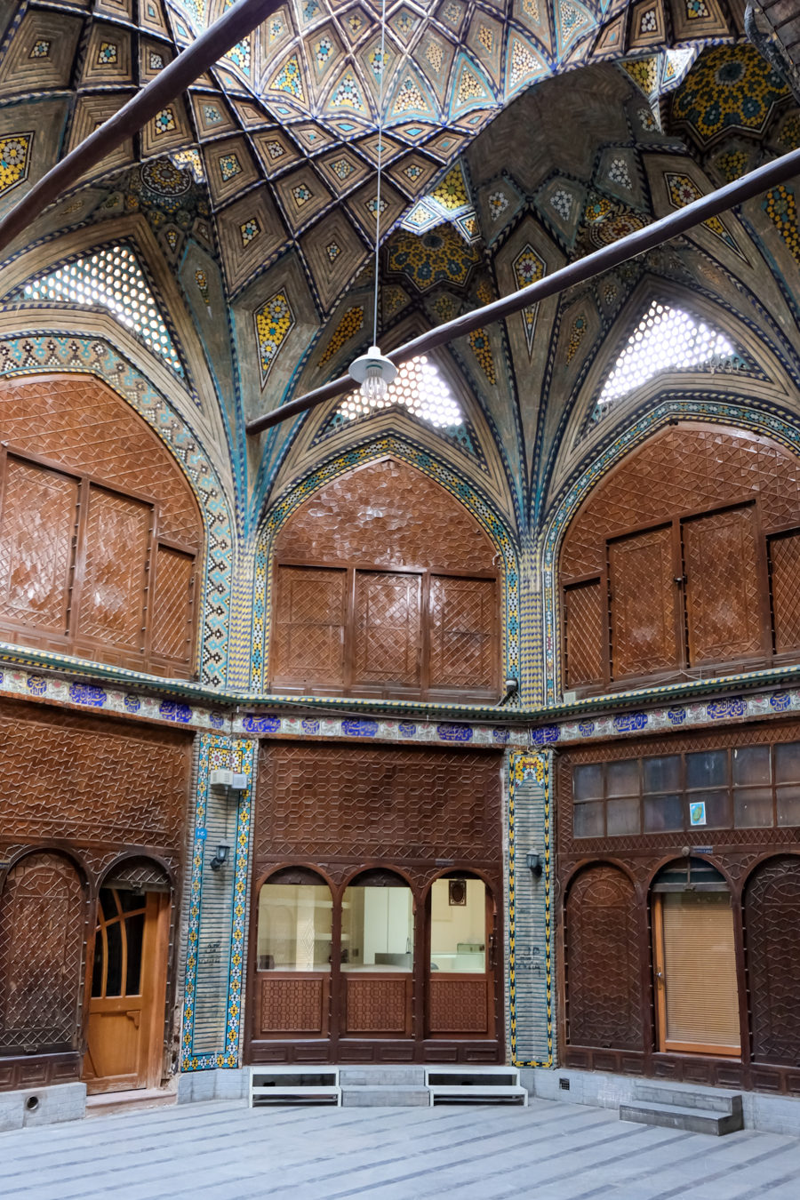 Esfahan Itinerary BAZAR-E BOZORG architecture