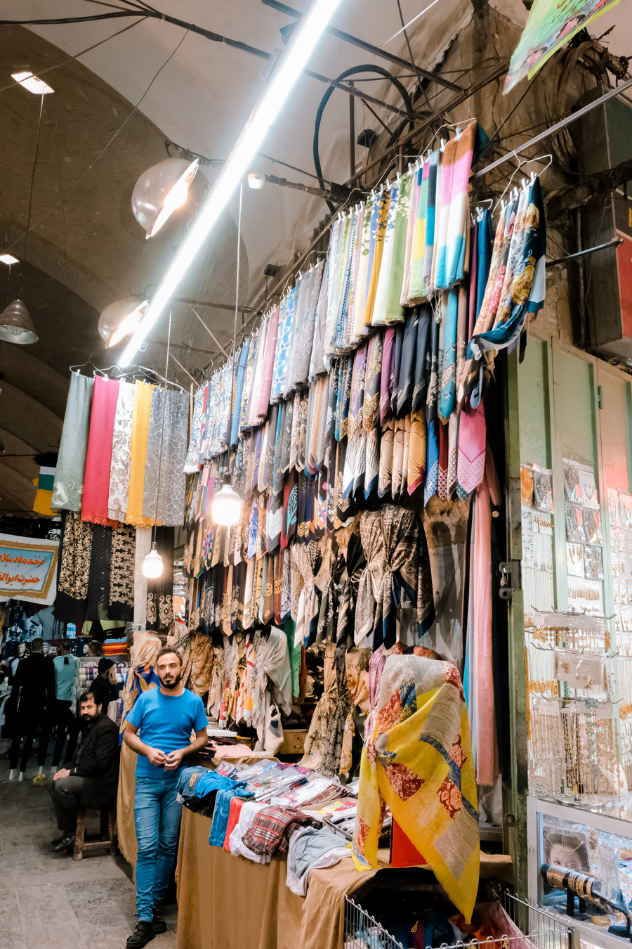 Esfahan BAZAR-E BOZORG souk market scarves