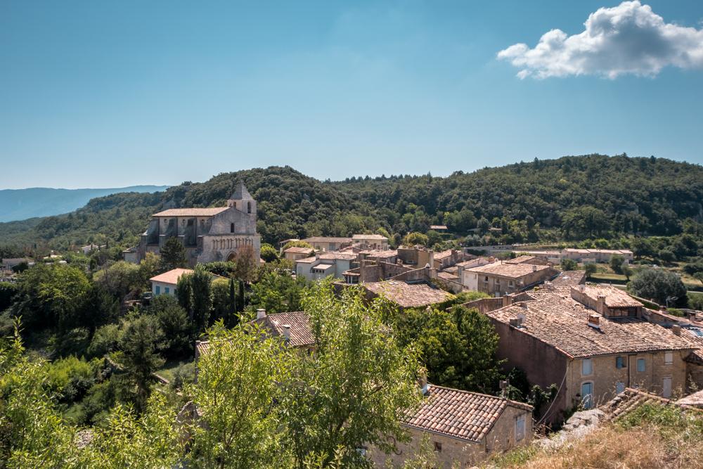 Provence Luberon village Saignon Rock