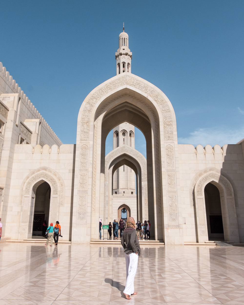 Oman itinerary - Sultan Qaboos Grand Mosque - Bonjoursunset - Places to visit in Oman